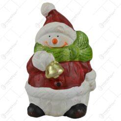 Figurina decorativa realizata din ceramica in forma de ren/om de zapada - Design cu caciula si fular de Mos