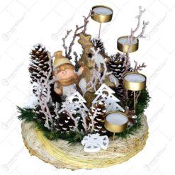 Coroana pentru advent decorata cu motive de Craciun si 4 lumanari
