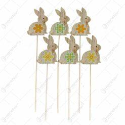 Decoratiune de Pasti - Pick iepuras decorat cu floare realizat din lemn - 28 cm - Diverse modele