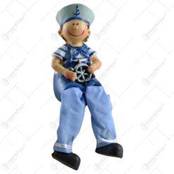 Pereche de figurine in forma de copii realizate din ceramica cu picior din material textil - Design marinar