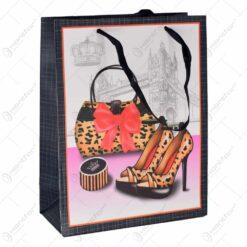 Punga cadou mic cu design poseta si accesorii
