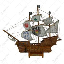 Ornament realizat din lemn - Vapor pirati - 2 modele