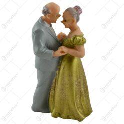 Figurina Cuplu de batrini dansand/cu trandafiri