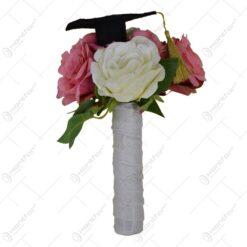 Buchet de flori cu palarie de absolvire