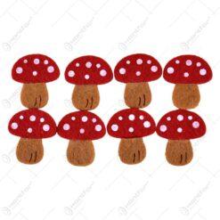 Decoratiune in forma de ciuperci realizate din fetru
