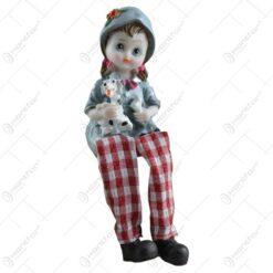 Figurina in forma de copil realizata din ceramica cu picior din material textil - Design traditional cu animale domestice - Diverse modele