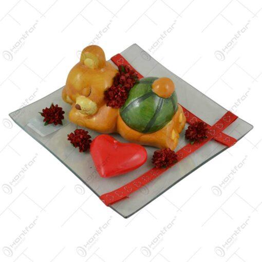Decoratiune de masa pentru Ziua Indragostitilor - Platou cu ursulet. inimioara si trandafiri
