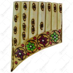 Nai realizat din lemn cu 7 tuburi - Design cu motive populare