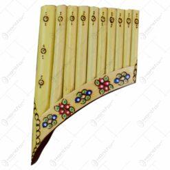 Nai realizat din lemn cu 9-10 tuburi - Design cu motive populare