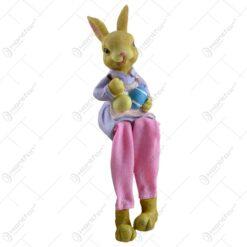 Figurina realizata din ceramica in forma de iepuras cu picioare din material textil - Diverse modele