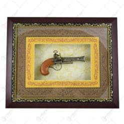 Tablou decorativ cu o arma realizata din lemn si metal - Design Vintage (Tip 2)
