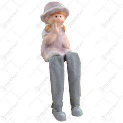 Figurina realizata din ceramica cu picior din material textil in forma de copil - Design cu palarie - 2 modele Baiat/Fata