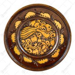 Farfurie pentru decor din ceramica. lacuit si gravat cu motive florale (16 CM)