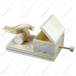 Cutie pentru tigari realizat din lemn sculptat