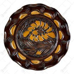 Farfurie pentru decor din ceramica. lacuit si gravat cu motive florale (20 CM)