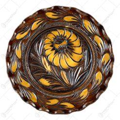 Farfurie pentru decor din ceramica. lacuit si gravat cu motive florale (23 CM)