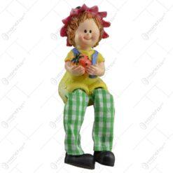 Pereche de figurine in forma de copii realizate din ceramica si picior din material textil - Design cu fructe si animal