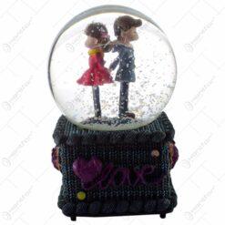 """Glob decorativ cu cuplu - Design cu inscriptia """"Love"""" - 2 modele"""