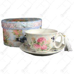 Ceasca cu farfurie realizata din ceramica - Design cu trandafiri