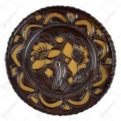 Farfurie pentru decor din ceramica. lacuit si gravat cu motive florale (28 CM)
