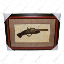 Tablou decorativ cu o arma realizata din lemn si metal - Design Vintage (Tip 1)