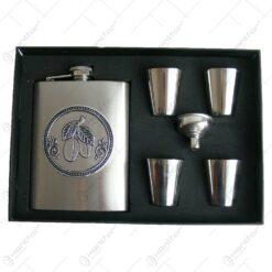 Set plosca cu palnie si 4 pahare din metal is cutie eleganta. cu decor embosat - Prune