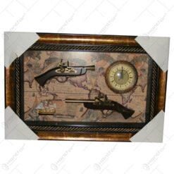 Tablou cu ceas si doua arme