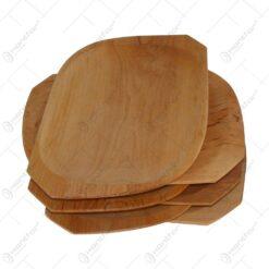 Set farfurii din lemn de arin pentru servirea mesei