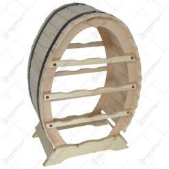 realizat din lemn in forma de butoi