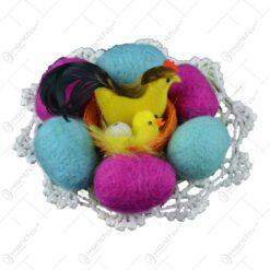 Oua colorate realizate din pasla pe un suport crosetat - Design cu pui - Diverse modele