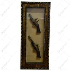 Tablou decorativ cu doua arme realizate din lemn si metal - Design Vintage (Tip 1)