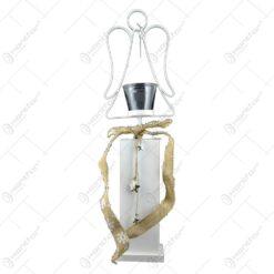 Decor craciun realizat din metal. material textil si suport de sticla - Design Inger (Tip stativ)