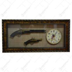 Tablou decorativ cu ceas si doua arme realizate din lemn si metal - Design Vintage (Tip 1)