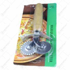 Feliator pizza realizat din inox si cu maner din lemn