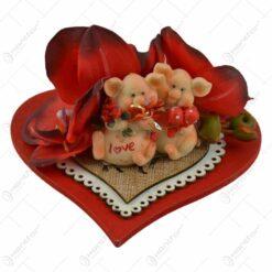 Decoratiune pentru masa in forma de inimioara cu figurine si flori - Design pentru Sf. Valentin