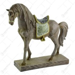 Figurina realizata din rasina in forma de cal