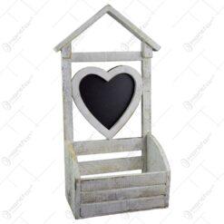 Suport decorativ pentru ghiveci realizat din lemn is forma de casuta - Design cu inima