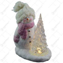 Decoratiune realizata din ceramica. plastic si material textil cu lumina led - Om de zapada cu brad - 2 modele