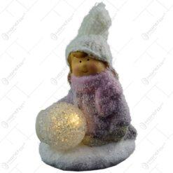 Figurina decorativa pentru Craciun realizata din ceramica cu lumina led - Copil (Model 2)