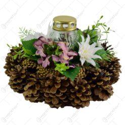 Coroana decorativa pentru cimitir din conuri de brad si flori cu lumanare