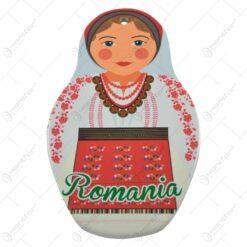 Ornament realizat din ceramica - Femeie in port popular - Design Romania - Diverse modele - 21cm