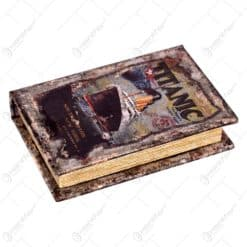 Cutie realizata din lemn in forma de carte - Titanic (14x10cm)