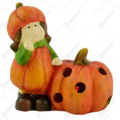 Decoratiune realizata din ceramica pentru toamna cu lumini led - Design cu copil si dovleac - 2 modele