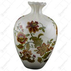 Vaza realizata din portelan - Design cu flori (Model 2)