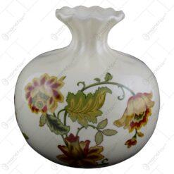 Vaza realizata din portelan - Design cu flori (Model 1)