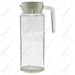 Cana realizata din sticla cu capac