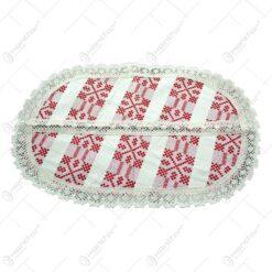 Servetel in forma oval. tesuta cu motive populare in dungi rosii si decorata cu dantele la margini si in mijloc - Crem-Rosu