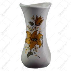 Vaza realizata din ceramica - Design cu flori