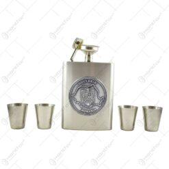 Set plosca cu palnie si 4 pahare din metal is cutie eleganta. cu decor embosat - Harta si stema Romaniei
