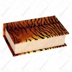 Cutie realizata din lemn in forma de carte - Animal print (17x11cm)